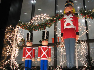 Toy soldiers christmas decorations new york city ny 8 flickr - Ab wann weihnachtsdeko ...