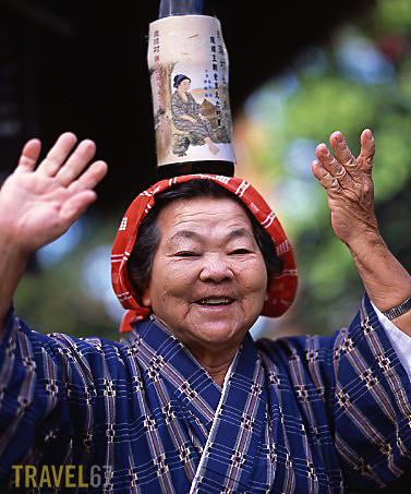elderly okinawan woman okinawa japan pentax 67ii 165mm l flickr