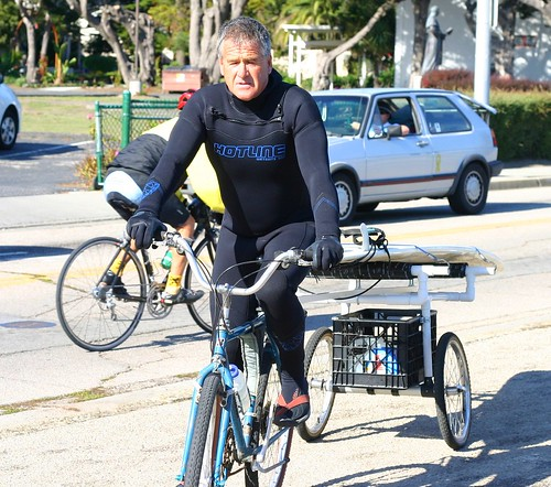 Surfer with bike trailer | by Richard Masoner / Cyclelicious