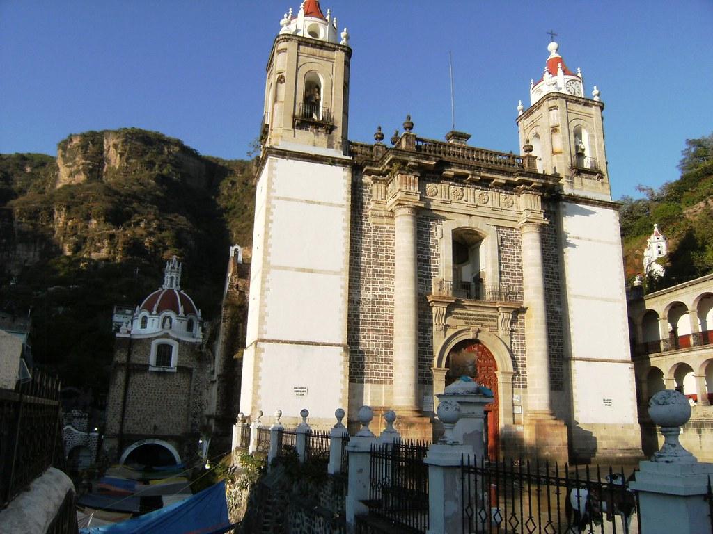 Vista de la fachada del santuario del Señor de Chalma