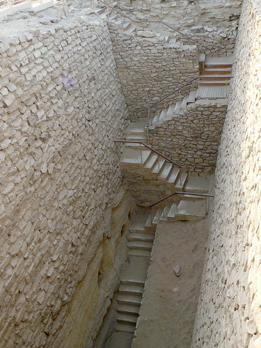 egypte saqqara escalier dans le mur sud de l 39 enceinte de flickr. Black Bedroom Furniture Sets. Home Design Ideas