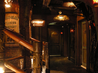 Gift Shop - Restrooms, Mai Kai Restaurant | by Miehana