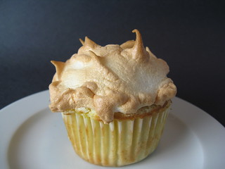Pineapple Meringue Cupcake | by katbaro