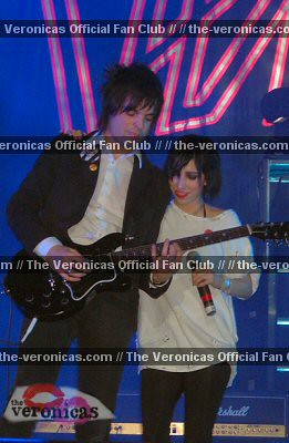 hook me up the veronicas hd Special updated uk edition of the australian duo's hit 2008 album includes two bonus tracks: 'change the world' and '4ever' a dramatic new sound marks the veronica's musical coming of age on hook me up their pop punk leanings have given way to a more sophisticated electro-beat feel, though still marked by the.