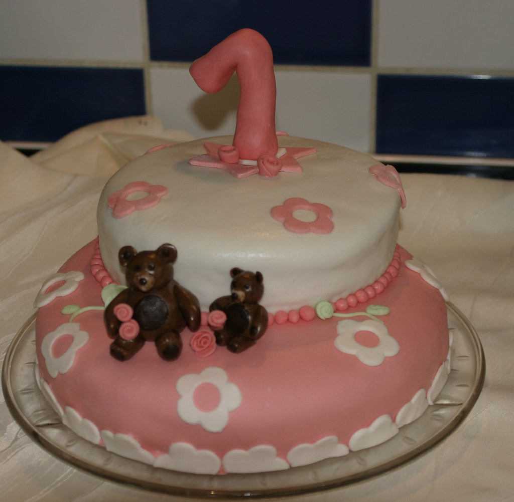 Zum Ersten Geburtstag Biskuit Mit Erdbeercremefullung Deko Flickr