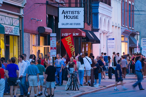 Sidewalks fill up on First Fridays | by visitphilly.com