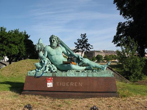 Tiberen bricoman statue representing the river tiber for Bricoman ostia