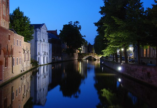 Brugge (Bruges) canal at night | by Laurent L.