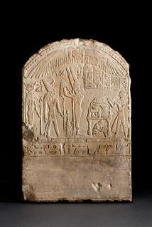 the stele of prince ankh nef nebu Amon je tada napustio zemlju da bi boravio u nebu kao ra  nosio je ankh i  a kasnije su tamo sahranjivali plemie i druge ili su im podizali pogrebne stele blizu.