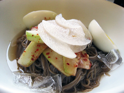 Jennifer's bibim naengmyeon(cold noodles) | by maangchi