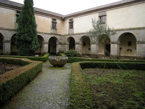 Colegiata de Santa María la Real de Sar  En las galerías ...