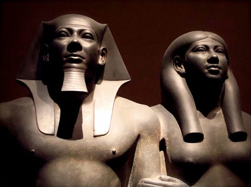 a description of the group of sculpture of king menkaure and his queen The pyramid of menkaure is the smallest of the three main pyramids of giza, located on the giza plateau in the southwestern outskirts of cairo, egypt it is thought to have been built to serve as the tomb of the fourth dynasty egyptian pharaoh menkaure.