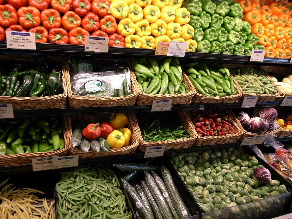 vegetables in whole foods market ニューヨークの大きな whole foods