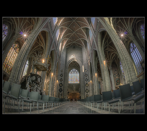 Gent ~ Tunnelvision In Church | by @fotovi