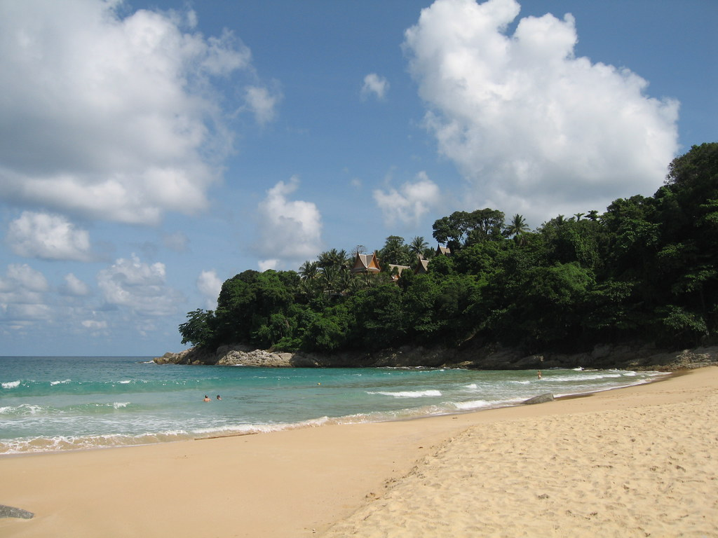 Closer look at the tucked away Laem Singh Beach, Phuket. Image: Elie Zananiri, CC.