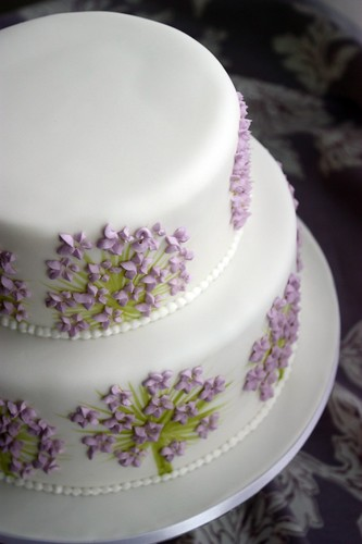 purple wedding cake images alliums wedding cake closeup i had a plain white stacked 18918