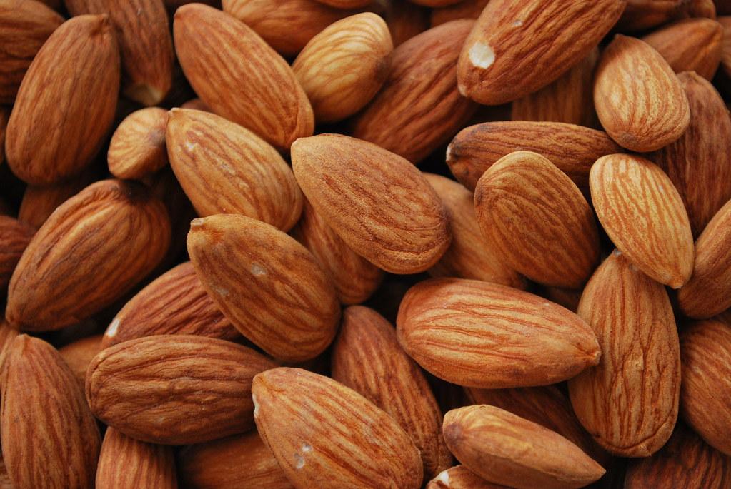 7 manfaat kesehatan dari almond bagi kesehatan Anda