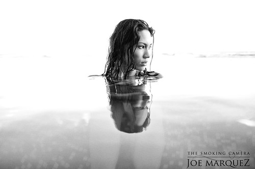 Lovely Kelsey at Infinity Pool in Waikiki Hawaii with Fuji X100 | by The Smoking Camera