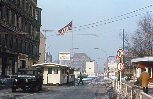 Berlin - Checkpoint Charlie (1970) | by roger4336