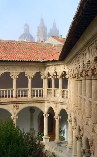 Convento de las Dueñas: Cloister  Dmitry Shakin  Flickr
