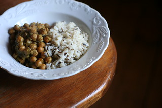 curried chickpeas, red onions and shallots and mix of wild and long grain rice | by semiplume