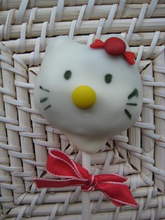 Hello Kitty cake pops | by kgroovy