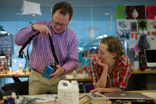 Pieter Franken and Leah Buechley at the High-Low Tech lab | by Joi