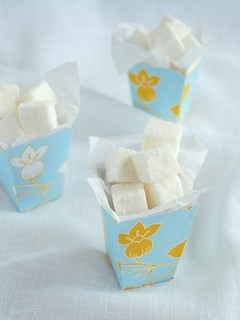 Orange blossom water marshmallows / Marshmallows de água de flor de laranjeira | by Patricia Scarpin