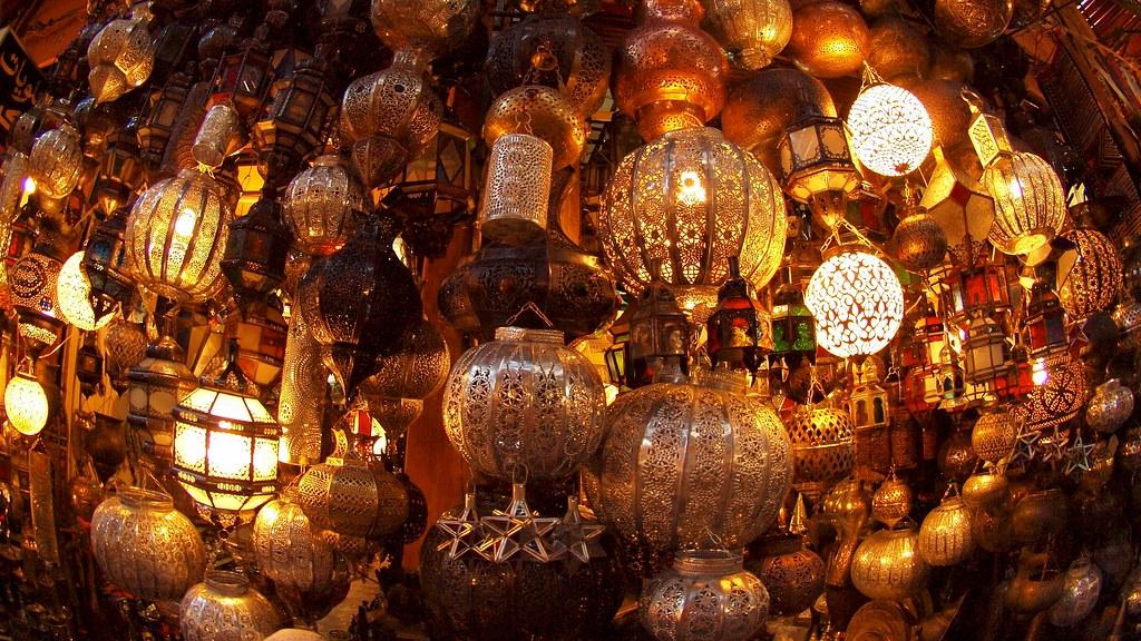 Souk de lampes à Marrakech au Maroc : Saurez-vous résister et saurez-vous négocier ? Photo de Torrenegra @ Flickr.