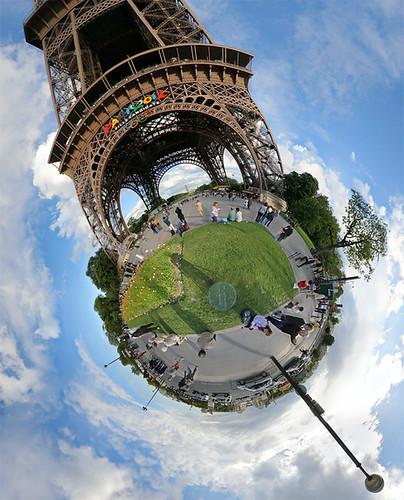 Au pied de la tour eiffel eiffel tower click here for for Chaise pied tour eiffel