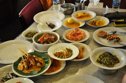Padang lunch at Sari Ratu with Yahoo! Indonesia team | by grahamhills