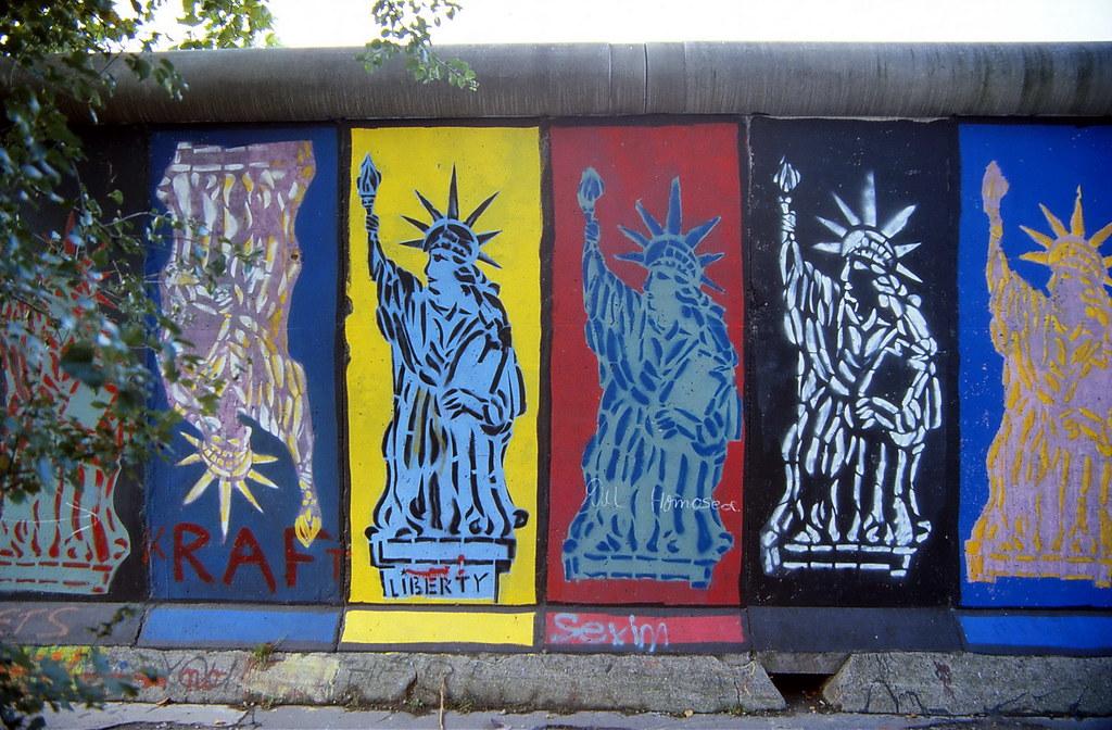 2 Berliner Mauer Graffiti