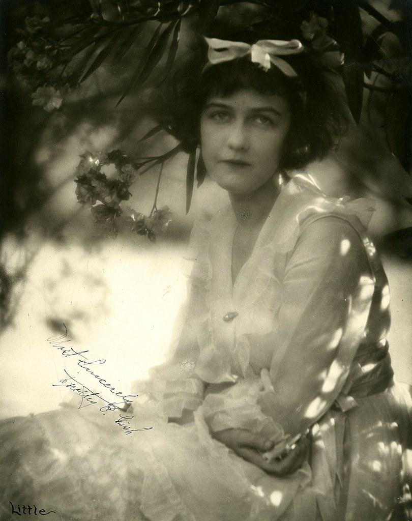 Galyn Gorg,Janine Gray Adult picture Tamara Lees,Eric Christmas (1916?000)