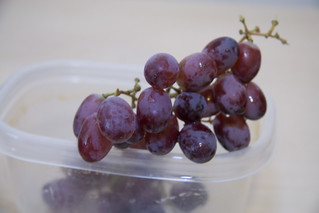 3:37pm | Grapes, a healthy snack. | by @HandstandSam