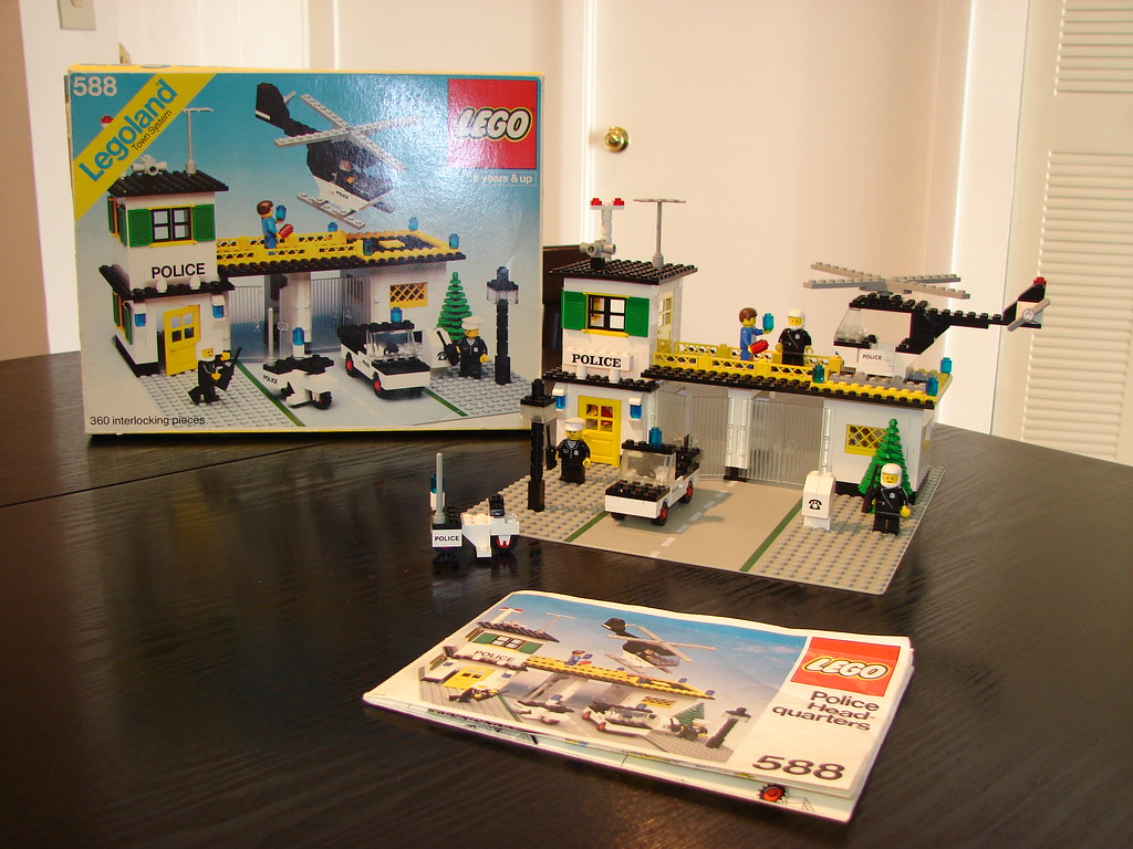 Lego Police Headquarters Set 588 Released In 1979 Flickr