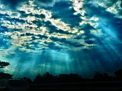 About >> Light Shining Through Cloud 2 | Love this | hyqphotos | Flickr