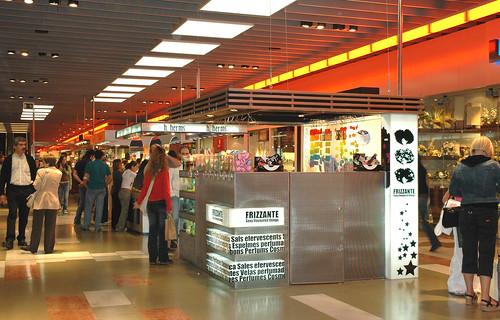 Imatge d 39 un stand en els passadissos del centre comercial - Centre comercial la illa ...