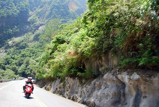 scooting around taroko gorge | by hopemeng