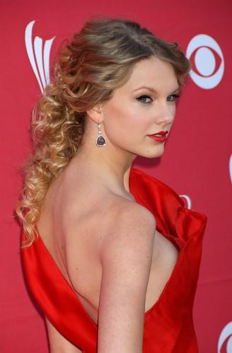 swift slip Taylor nipple