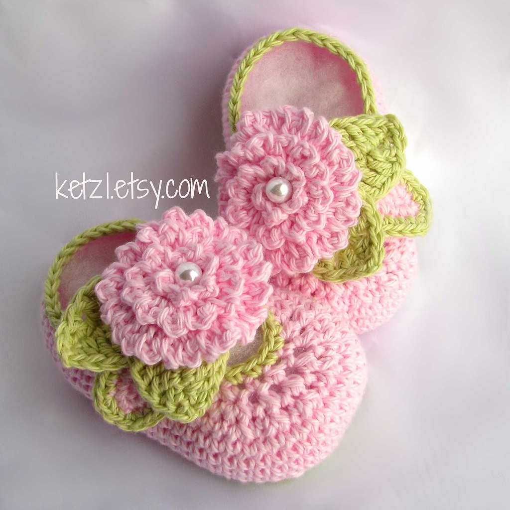 Crochet flower baby booties pattern with pink flower, leav… | Flickr