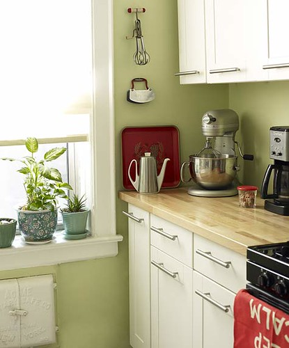 Greene And Greene Kitchen Cabinets: Green Kitchen + White Cabinets + Red Accents: 'Sweet Carol