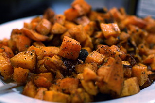 Fajita Sweet Potatoes | by thebittenword.com