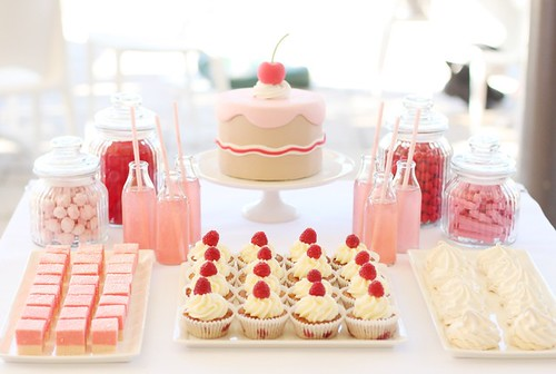 sweet little cake table | by hello naomi