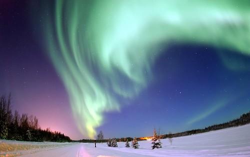 Aurora borealis bear lake alaska the aurora borealis for Trodel mobel