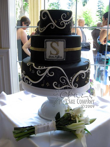 craziest wedding cakes ever black fondant wedding cake black fondant wedding cake 13038