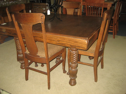 Consignmenmt Furniture Table And  Chairs Oak