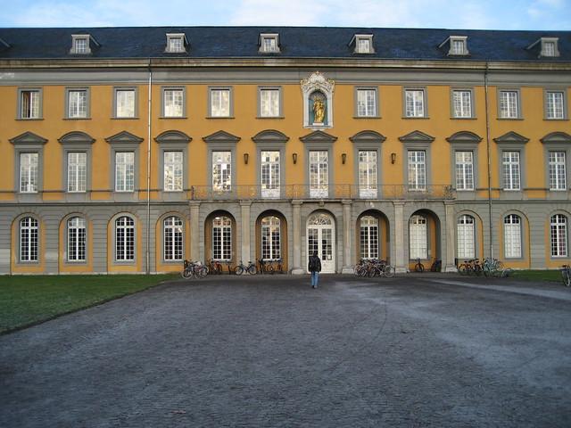 Общество: Universität Bonn