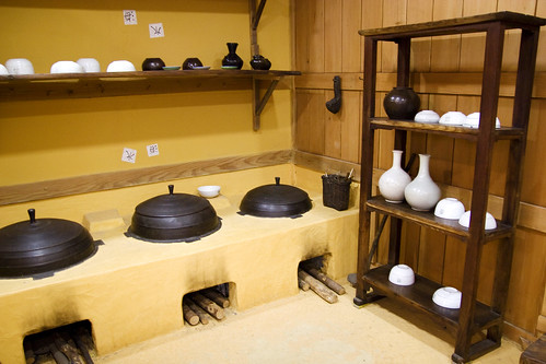 Traditional kitchen tteok museum at the institute of for Traditional korean kitchen