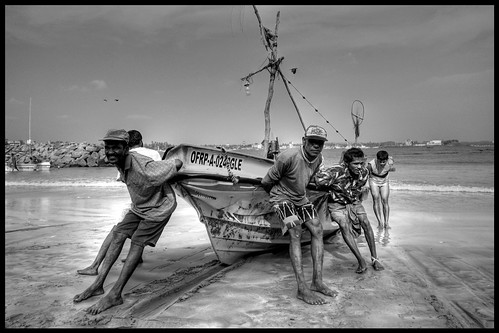 Galle fisher boat out to sea | by Kilam Photography