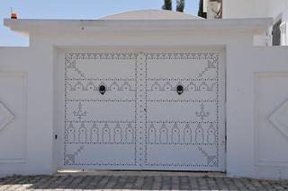 Porte ext rieure traditionnelle tunisienne en bois d cor for Maison traditionnelle tunisienne